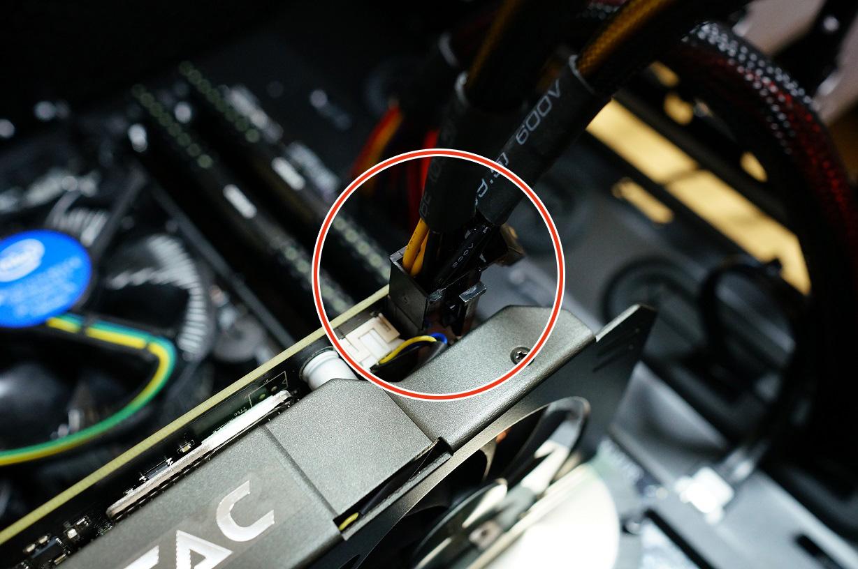 PCI-E補助電源ケーブル接続