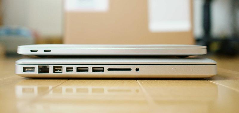 薄型軽量 MacBookPro2016