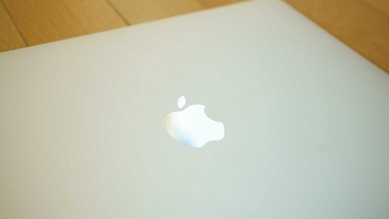 MacBookPro2016 背面のアップルマーク