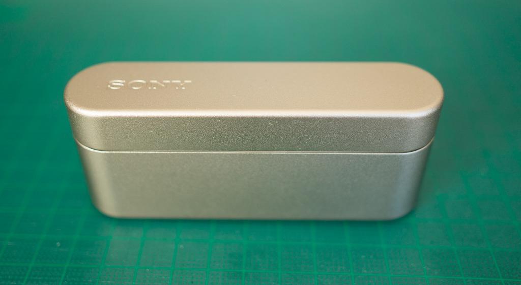 SONY WF1000X ケース表